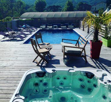 équipements nautiques : piscine et jacuzzi